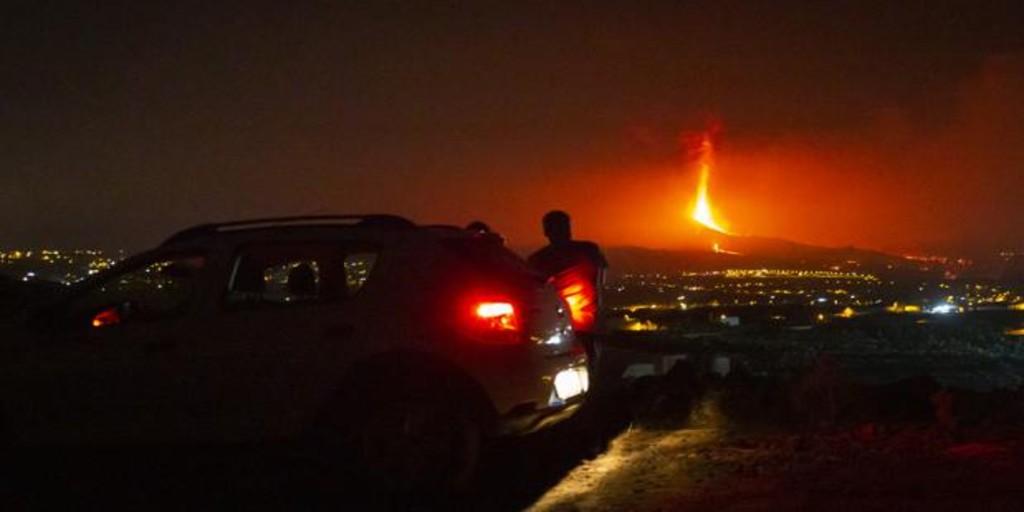 Ordenan el confinamiento de cuatro nuevas zonas en Tazacorte ante la posibilidad de que la lava llegue al mar