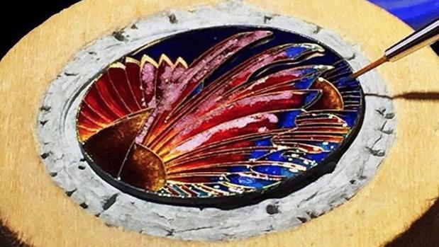 Las esferas pintadas y esmaltadas a mano, obra maestra de una minoría
