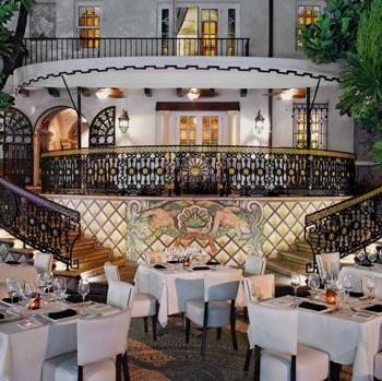 La Casa De Versace Un Hotel De Lujo Con Piscina De Oro