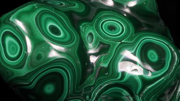 La malaquita se reconoce por sus tonos en verde intenso