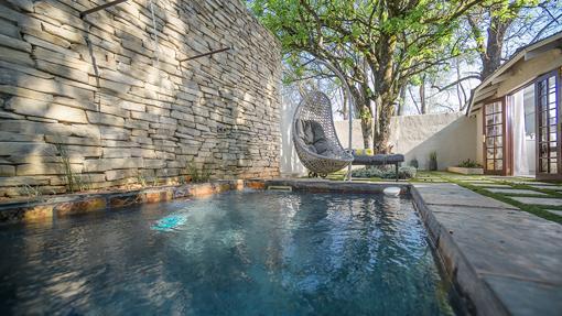 Piscina privada de una de las suites del centro sudafricano