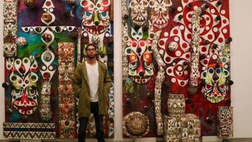 Sergio Ramos junto a su obra