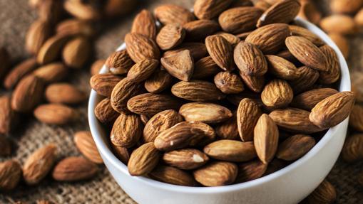 La almendra contiene un 20% de proteínas