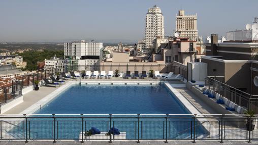 La piscina del hotel Emperador