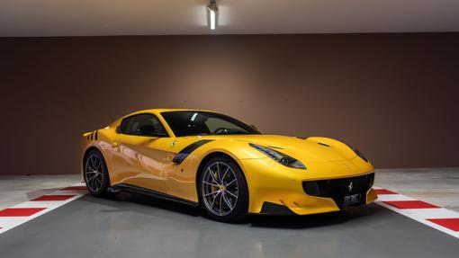 Modelo Ferrari F12 tdf