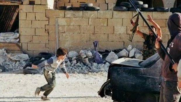 Captura del vídeo de la película el «Niño héore» que se confunció con una imagen real de Siria