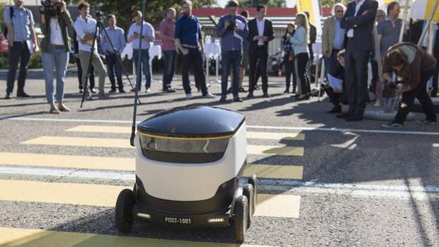 Un robot repartidor en Suiza