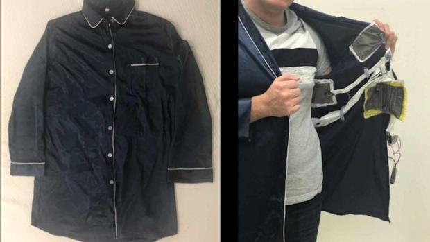 Una chaqueta tradicional de pijama a la que se le han incorporado los sensores para que sea inteligente