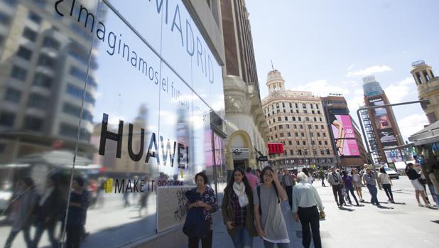 Huawei ha apostado fuerte por España con una tienda propia en el corazón madrileño