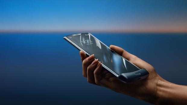 Motorola resucita su mítico móvil plegable ahora con pantalla plegable en vertical