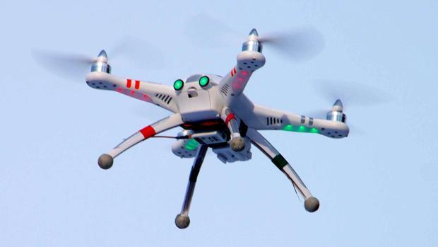 Esto es lo que puedes hacer (y lo que no) con un dron en España