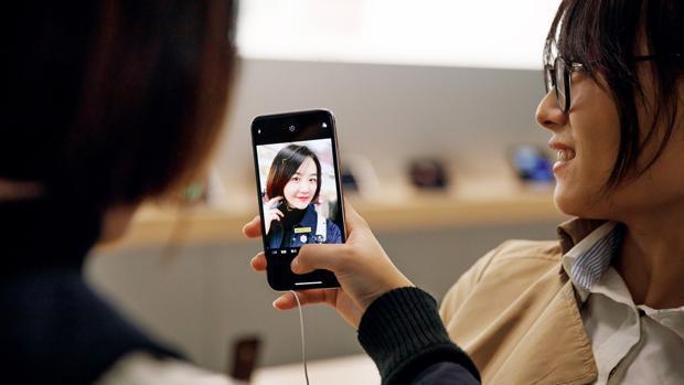 Apple: el nuevo truco para sacar fotos grupales con el iPhone manteniendo la distancia