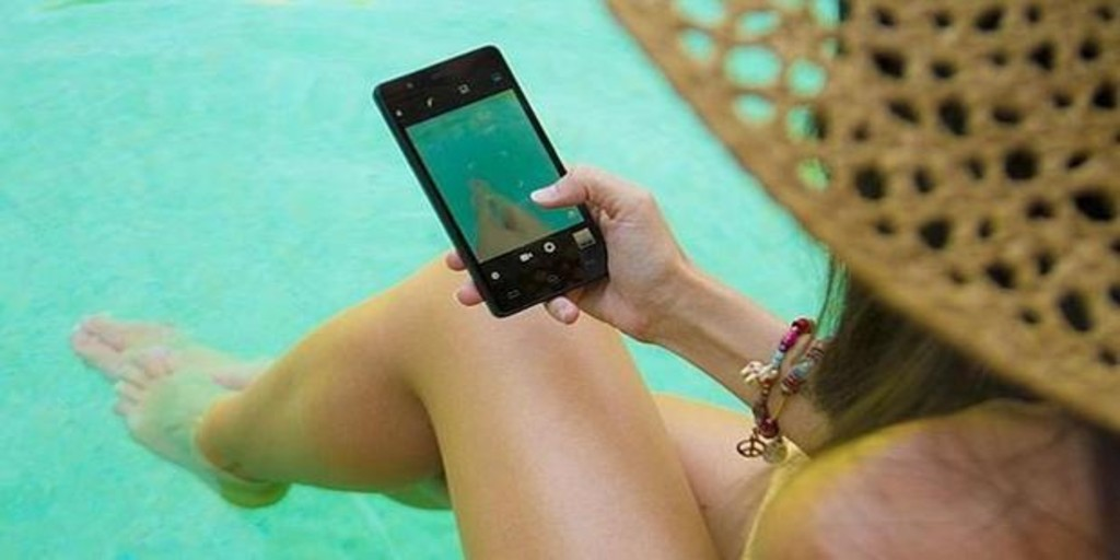 Cinco consejos para que no te «hackeen» el «smartphone» durante las vacaciones