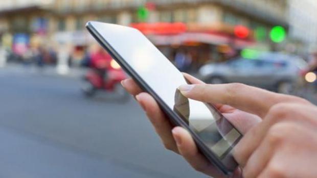 ¿Cuántos días puede sobrevivir el coronavirus en la pantalla de un móvil?