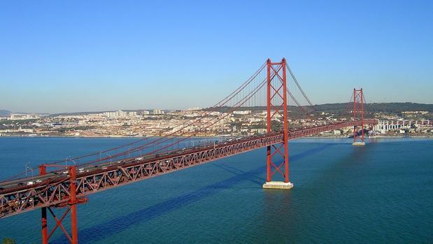 Lisboa Celebra Los 50 Años Del Puente 25 De Abril