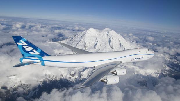 Un Boeing 747 sobrevuela las nubes