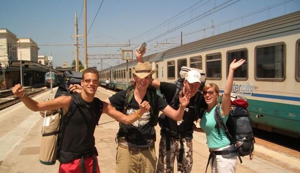 Un grupo de jóvenes disfrutando del Interrail