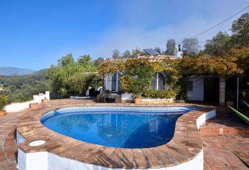 Modern villa with private pool in Sayalonga